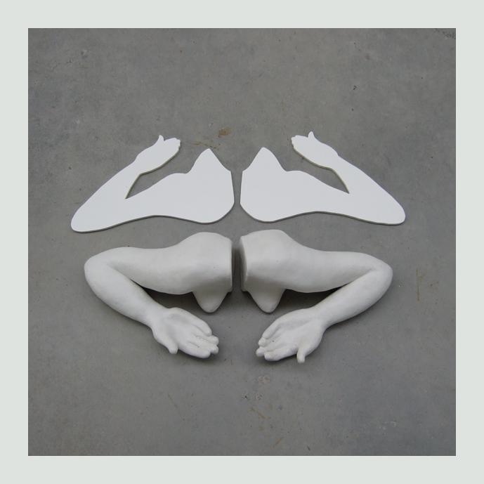 beelden figuratief: met open handen