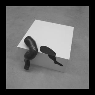 beeld Op t randje / sculpture On the edge