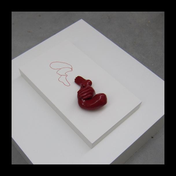 beeld Hand op been III (rood)